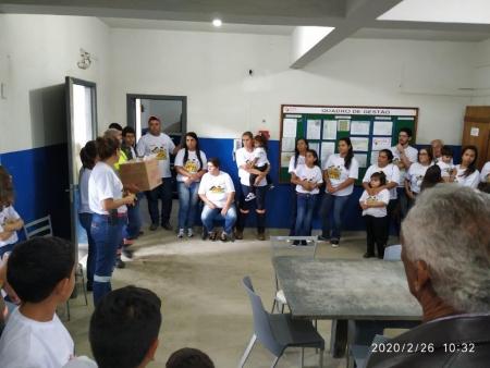 Familiares na sede da filial de Itaú de Minas