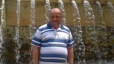 """"""" OS SONHOS NÃO ENVELHECEM""""Miguel Benedito voltando a Lambari, sua terra natal, onde pode reencontrar seu pai, irmãos, conhecer sobrinhos, visitar os lugares por onde passou sua infância e junventude e ainda visitar o túmulo de sua amada mãe."""
